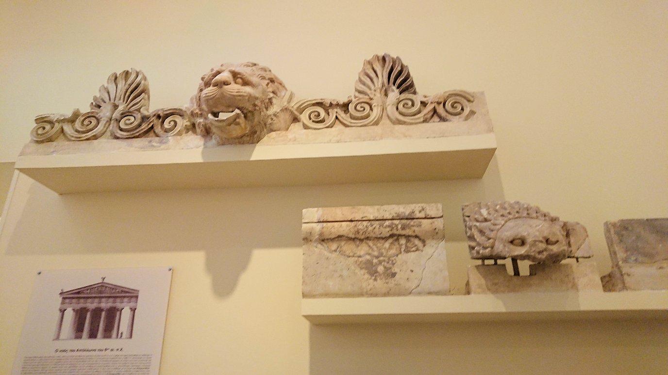 デルフィ遺跡の博物館内のアポロンの飾りブース5
