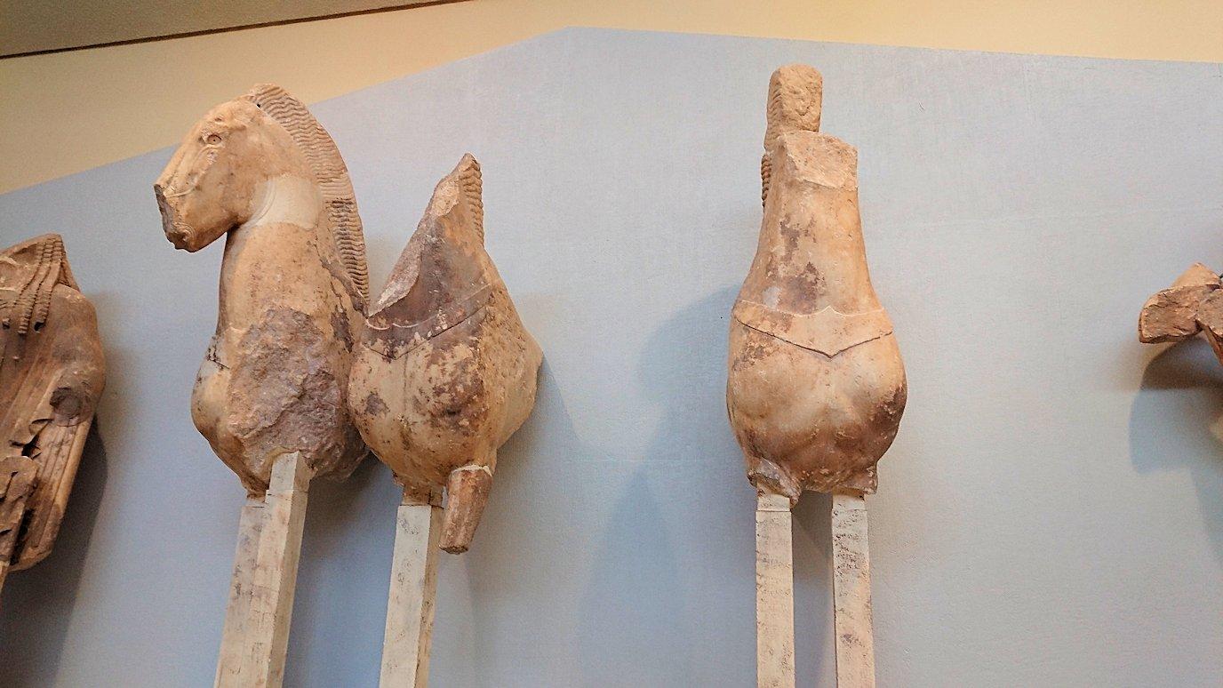 デルフィ遺跡の博物館内の像達2