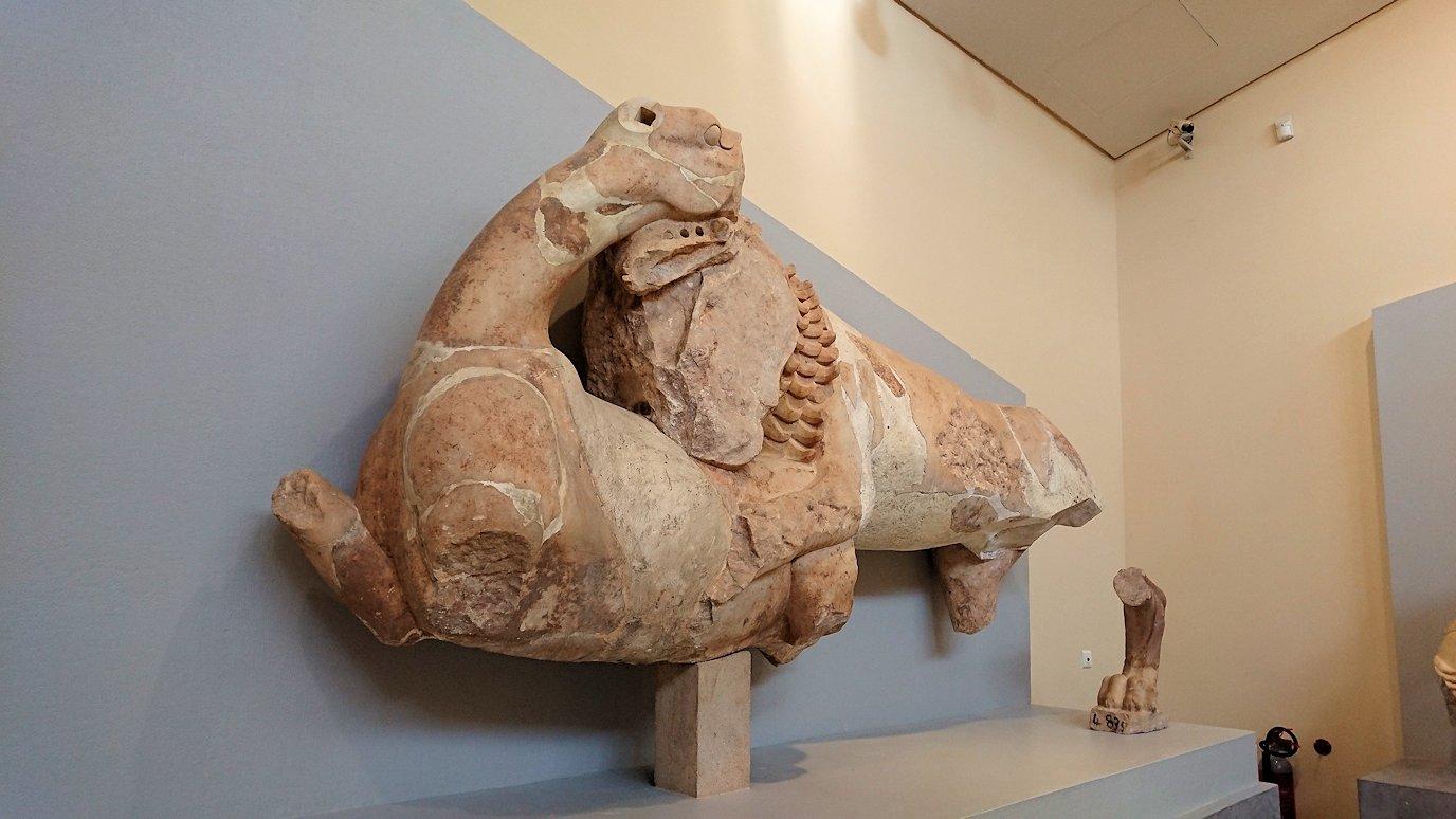 デルフィ遺跡の博物館内の像達4