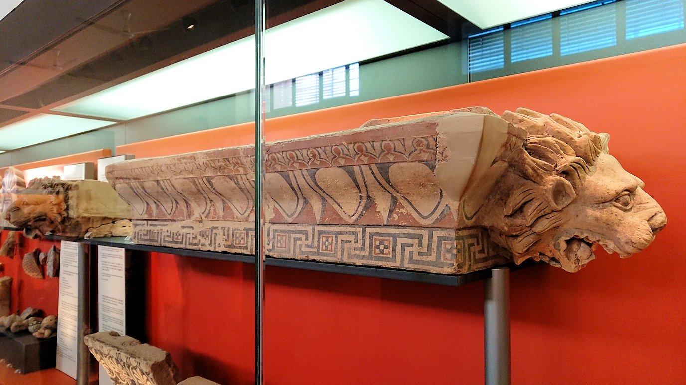 デルフィ遺跡の博物館内の模型4デルフィ遺跡の博物館内の壁のレリーフ