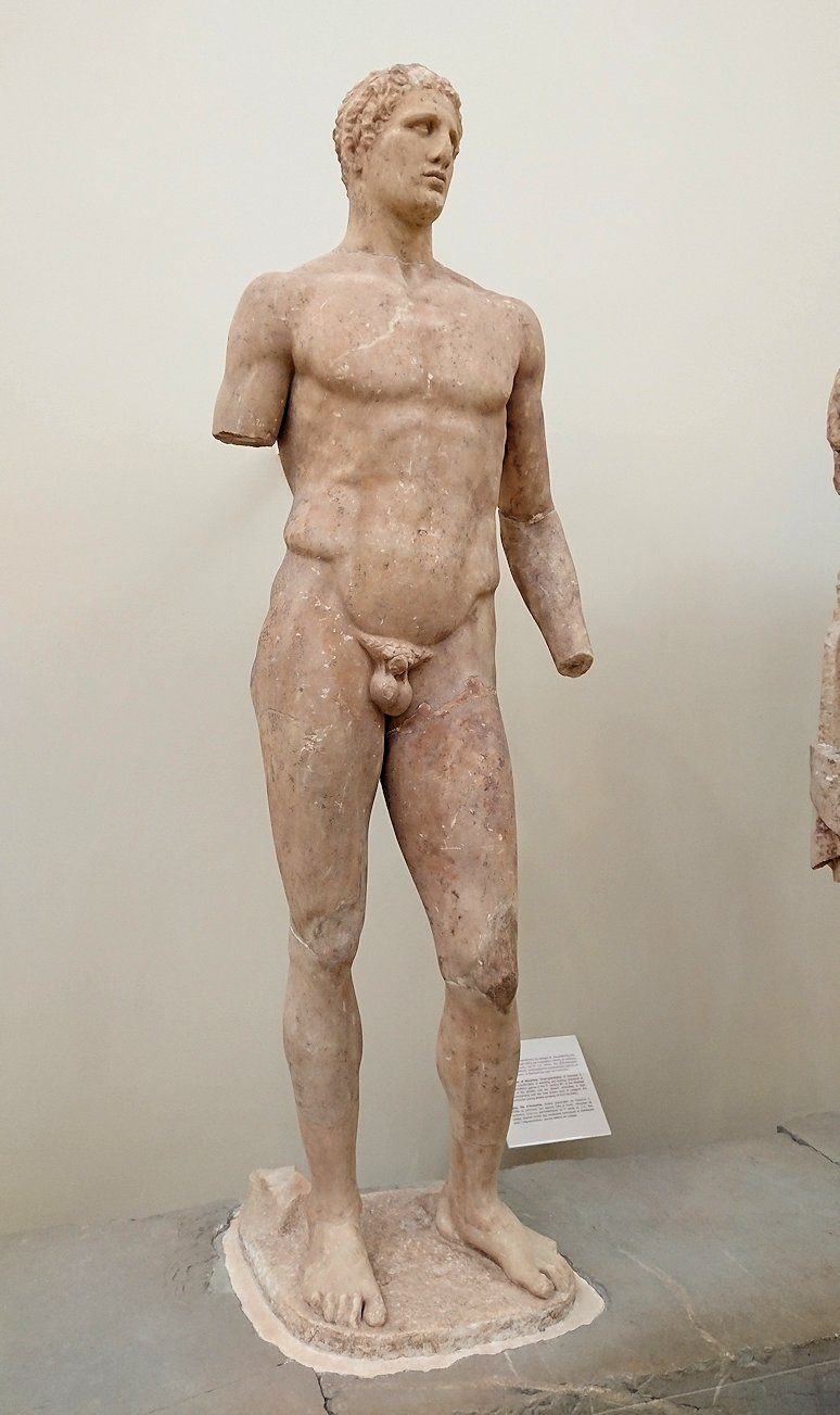 デルフィ遺跡の博物館内の模型4デルフィ遺跡の博物館内の色んな像3