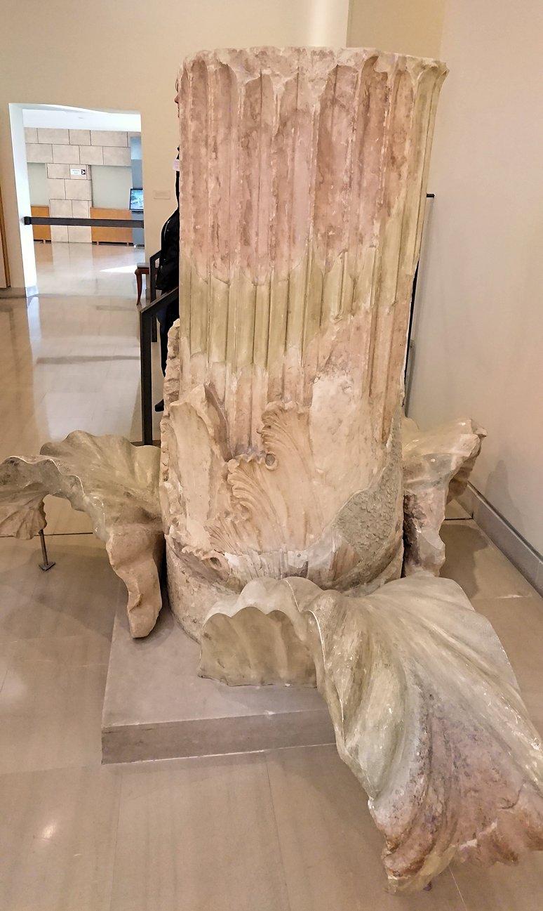 デルフィ遺跡の博物館内の模型4デルフィ遺跡の博物館内のヘソと言われた像