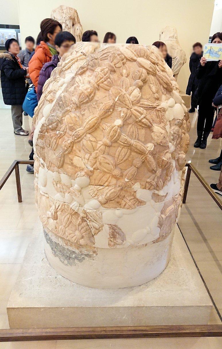 デルフィ遺跡の博物館内の模型4デルフィ遺跡の博物館内のヘソと言われた像2
