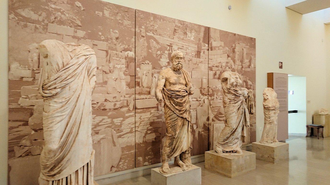 デルフィ遺跡の博物館内の模型4デルフィ遺跡の博物館内でまた像群3