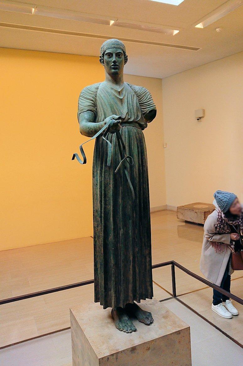 デルフィ遺跡の博物館内の模型4デルフィ遺跡の博物館内でデルフィの御者像2