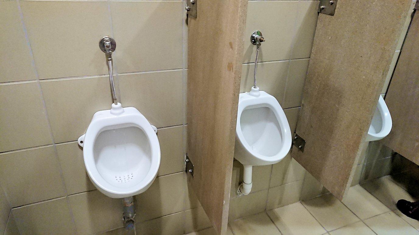 デルフィの博物館を出てい席に向かう途中にトイレ休憩を2
