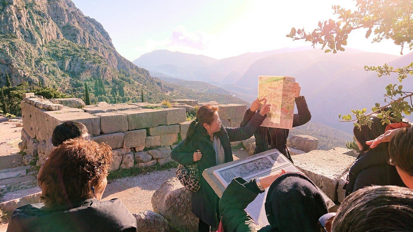 デルフィ遺跡でまた遺跡の説明があります2