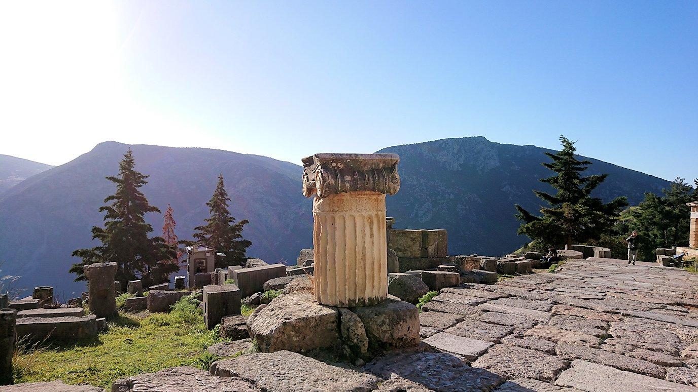 デルフィ遺跡でアポロン神殿までの途中2