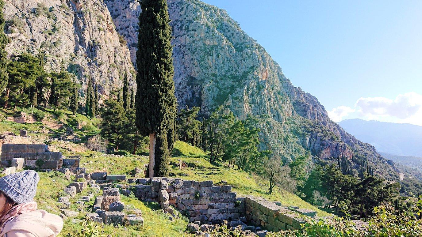 デルフィ遺跡でアポロン神殿までの途中3