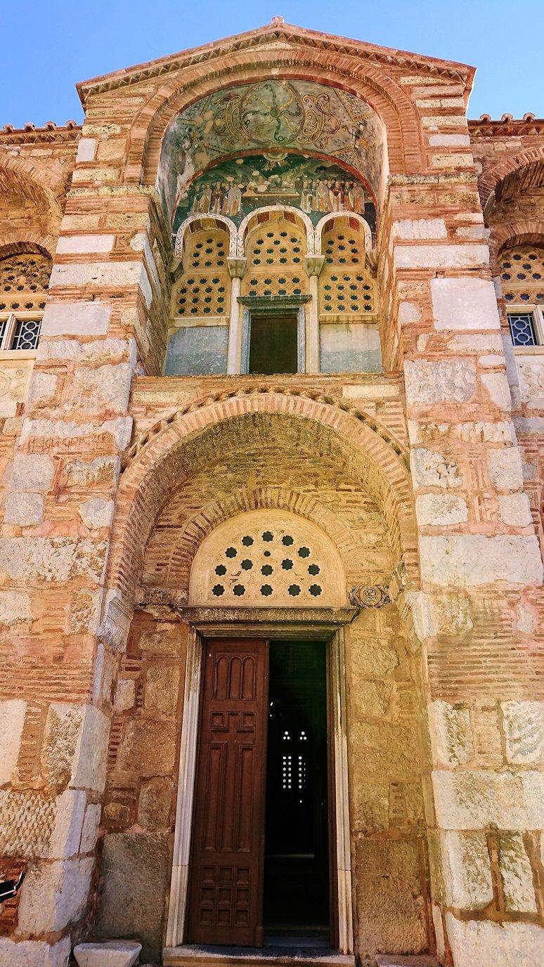 オシオス・ルカス修道院の入口にて7
