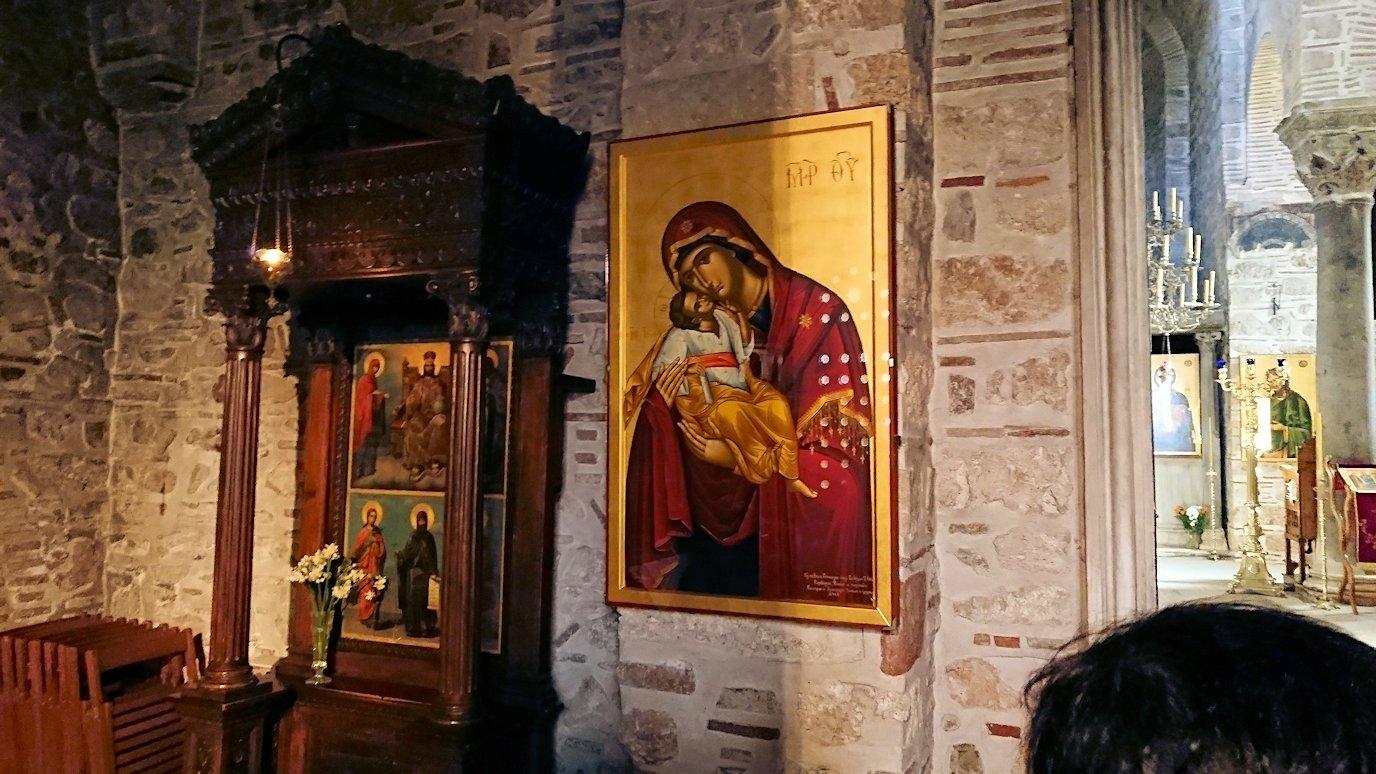 オシオス・ルカス修道院に入っていきます7