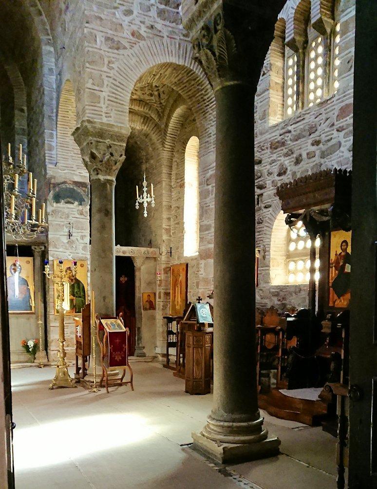オシオス・ルカス修道院の中の様子