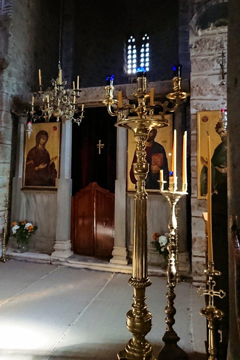 オシオス・ルカス修道院の中の様子3