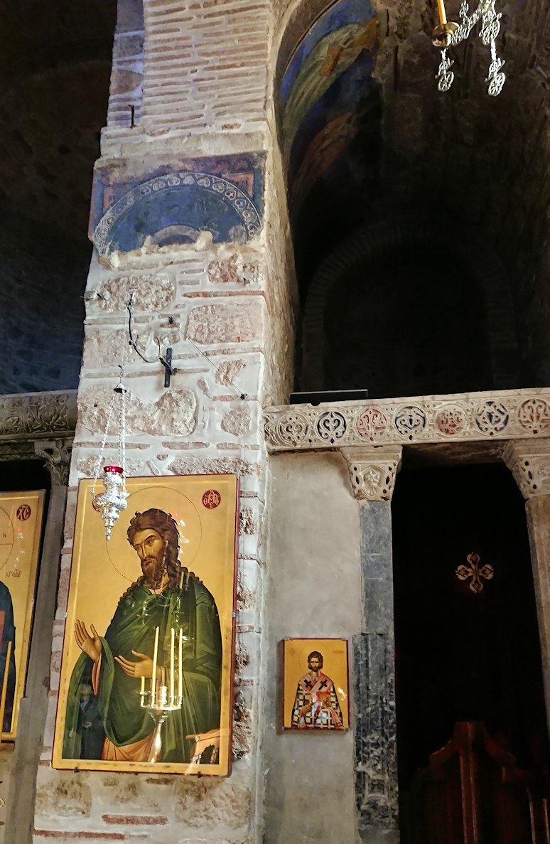 オシオス・ルカス修道院の中の様子7