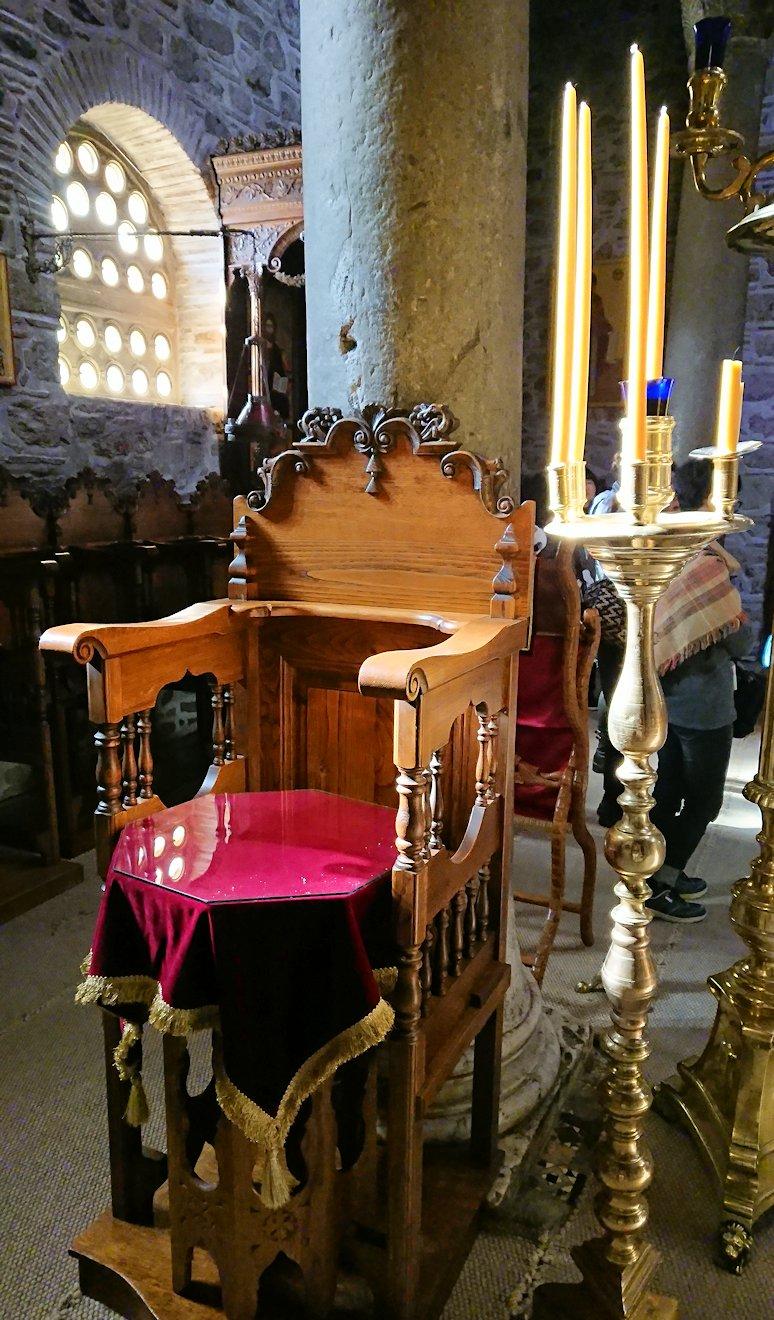 オシオス・ルカス修道院の中に入る3