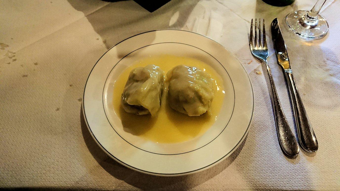 アラホバの街のレストランの内容2