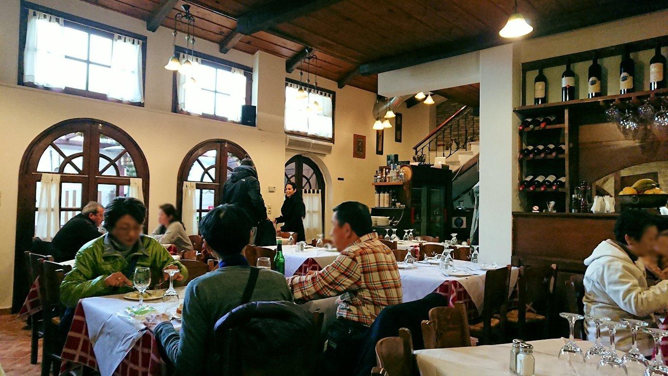 アラホバの街のレストランの内容3