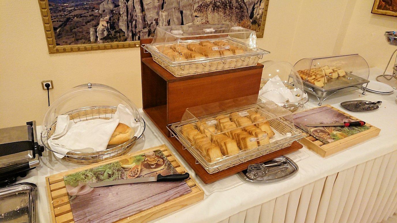 メテオラ地方のホテルにて朝食バイキング