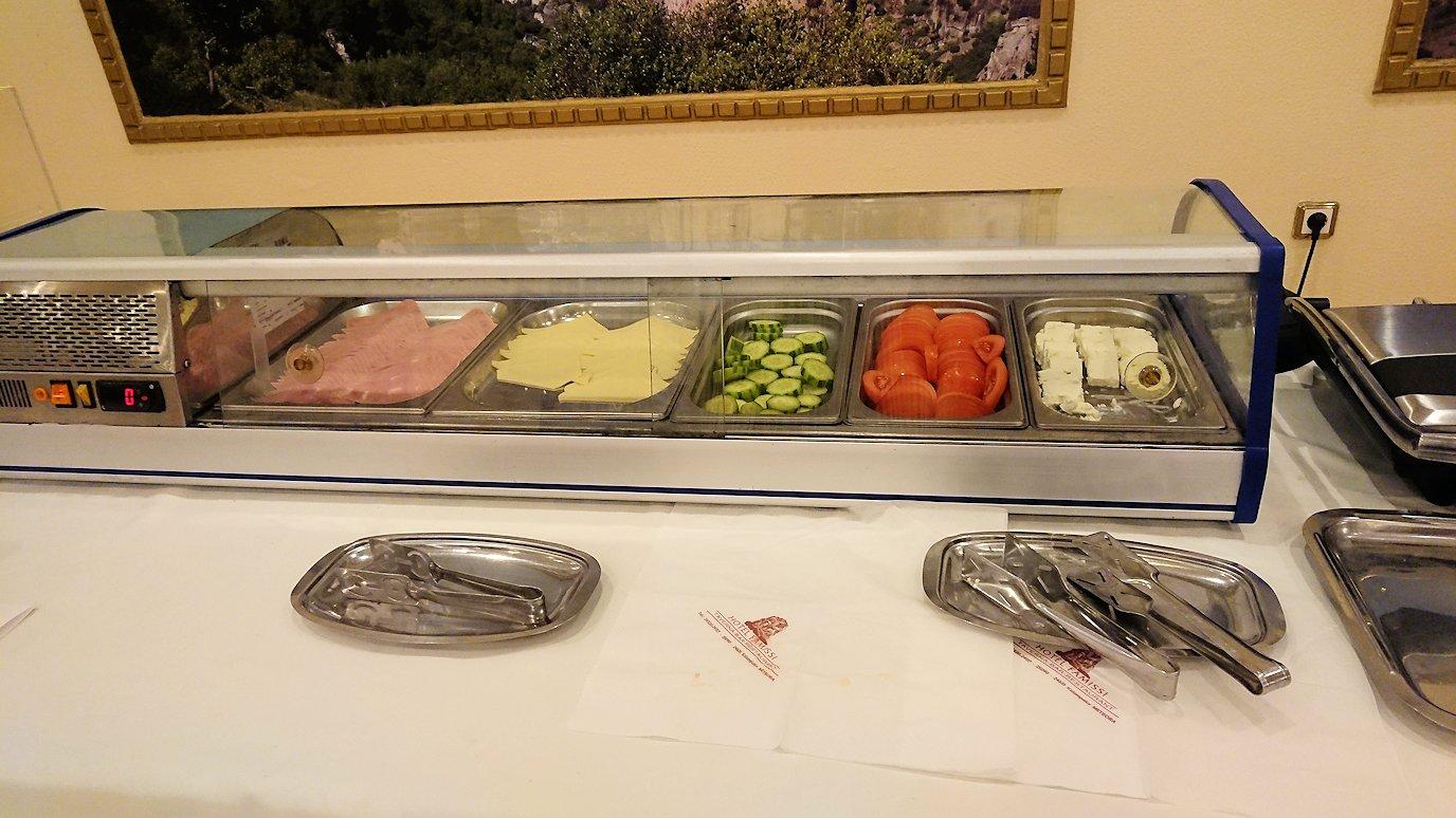 メテオラ地方のホテルにて朝食バイキング2