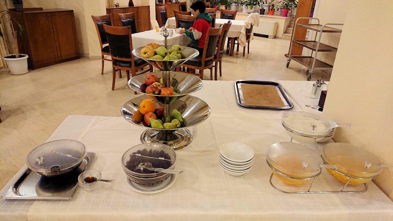 メテオラ地方のホテルにて朝食バイキング4
