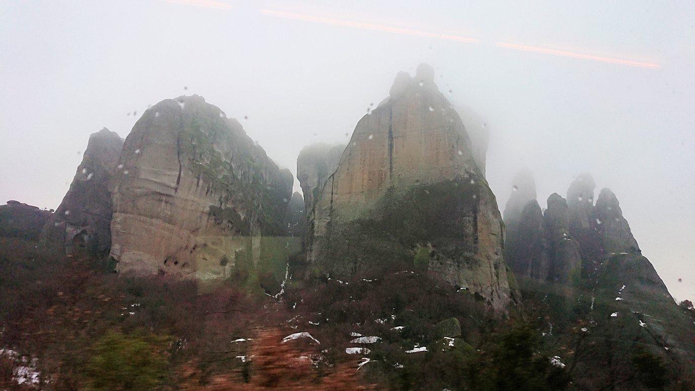 メテオラ地方のアギオス・ニコラオス修道院に向かうバスの中より見える風景3
