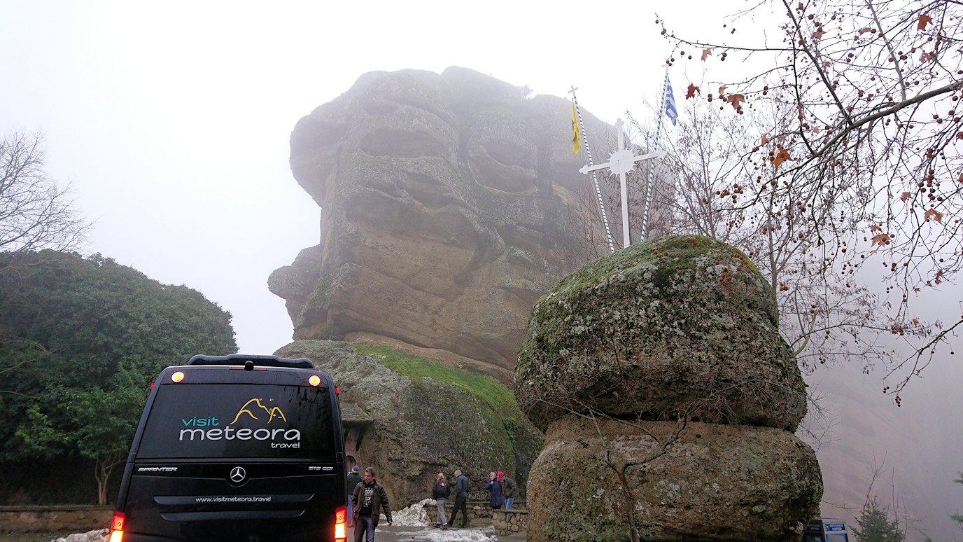メテオラ地方のアギオス・ニコラオス修道院に向かうバスの中より見える風景8