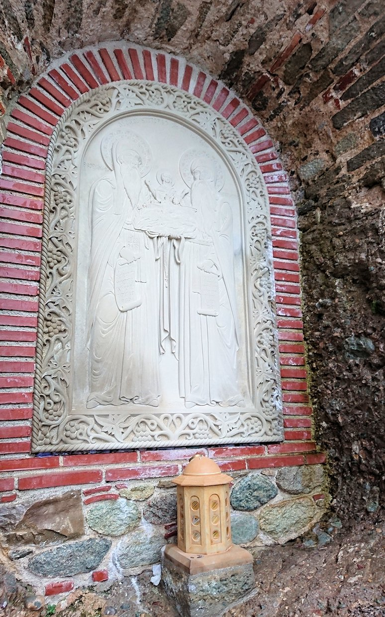 メテオラ地方のアギオス・ニコラオス修道院の近くの様子
