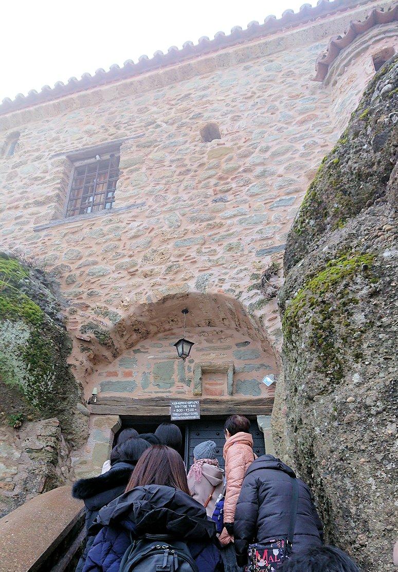 メテオラ地方のアギオス・ニコラオス修道院の近くの様子3