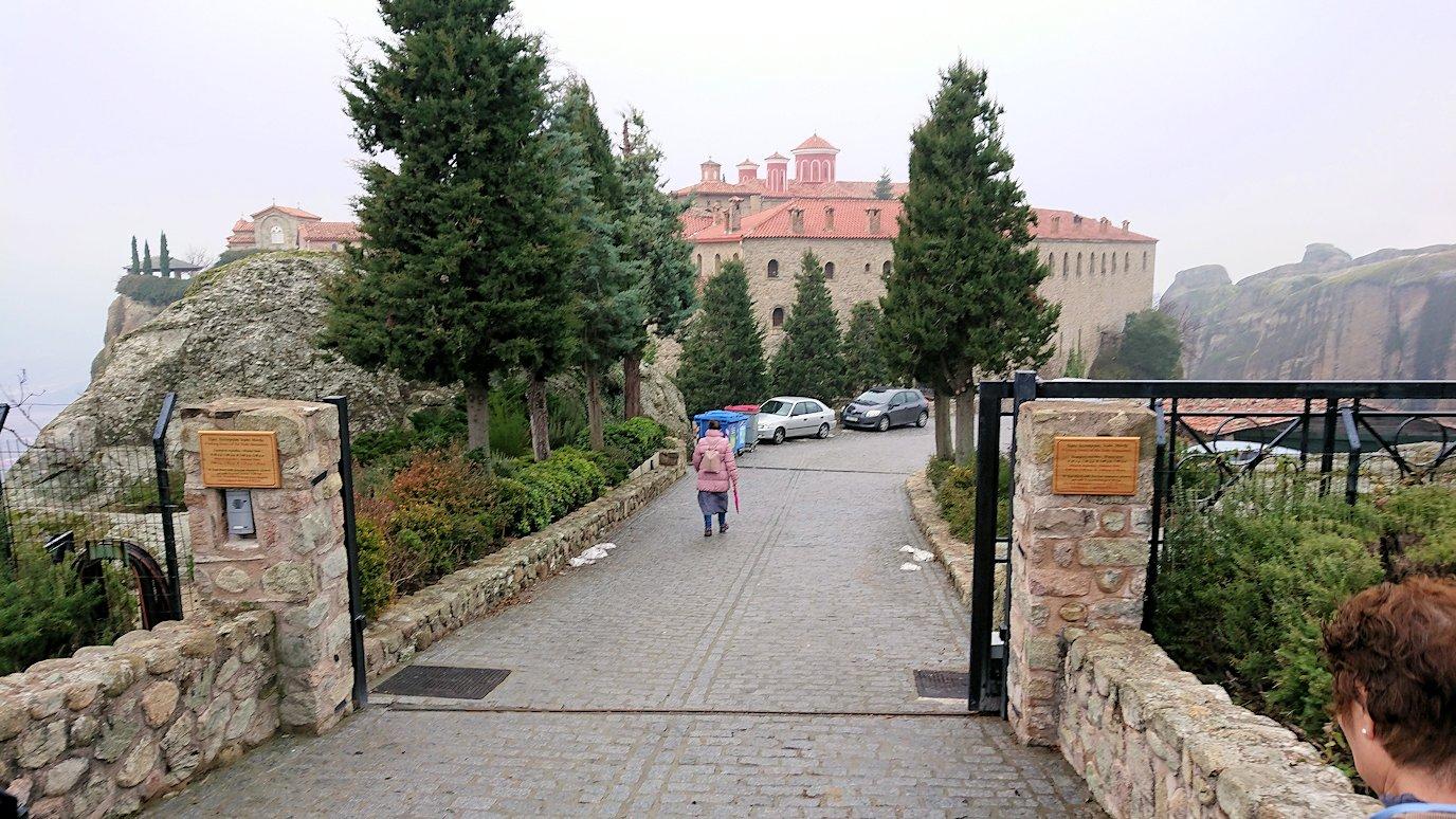 メテオラ地方でアギオス・ステファノス修道院に到着2