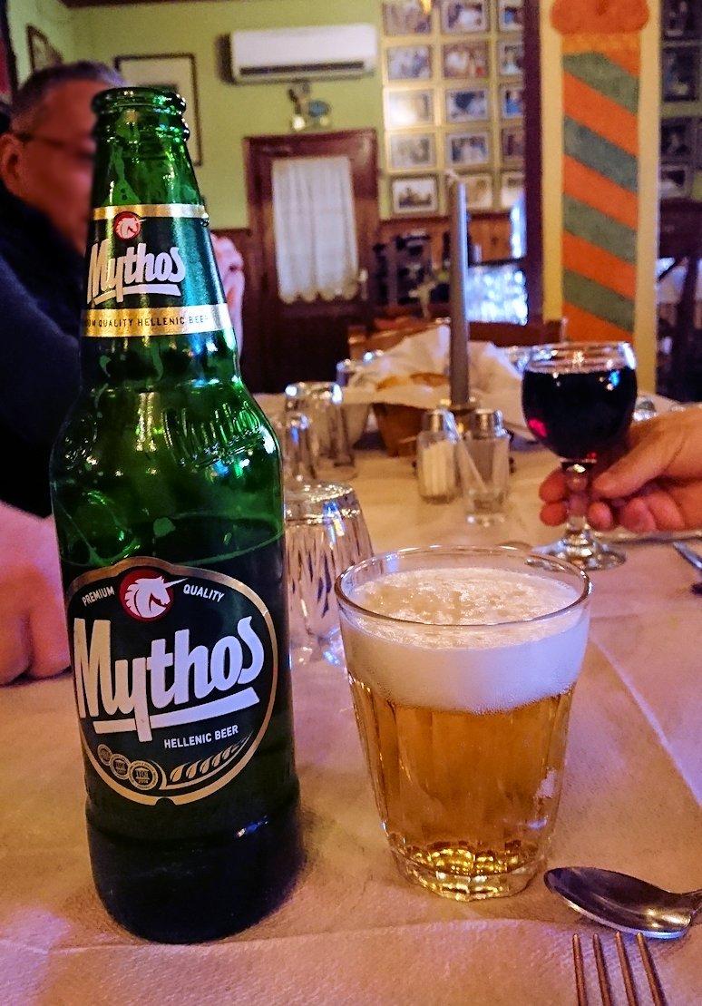 メテオラ観光後に昼食のレストランでビール