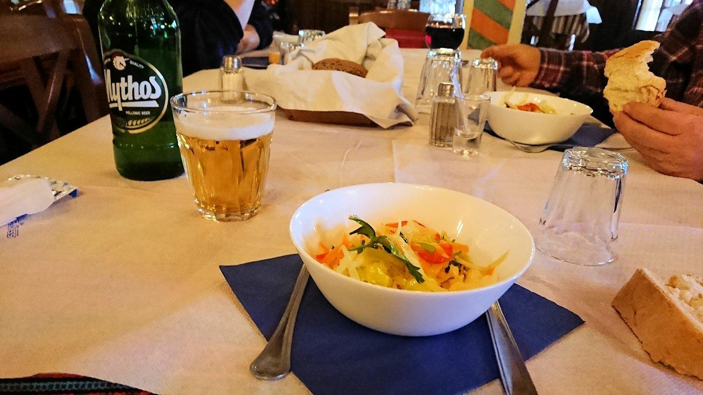 メテオラ観光後に食べた昼食の様子