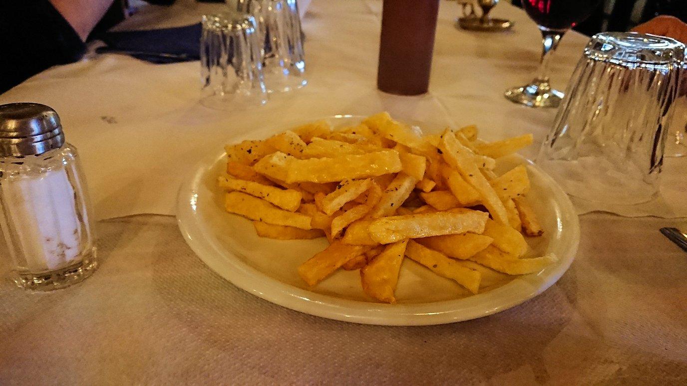 メテオラ観光後に食べた昼食の様子2