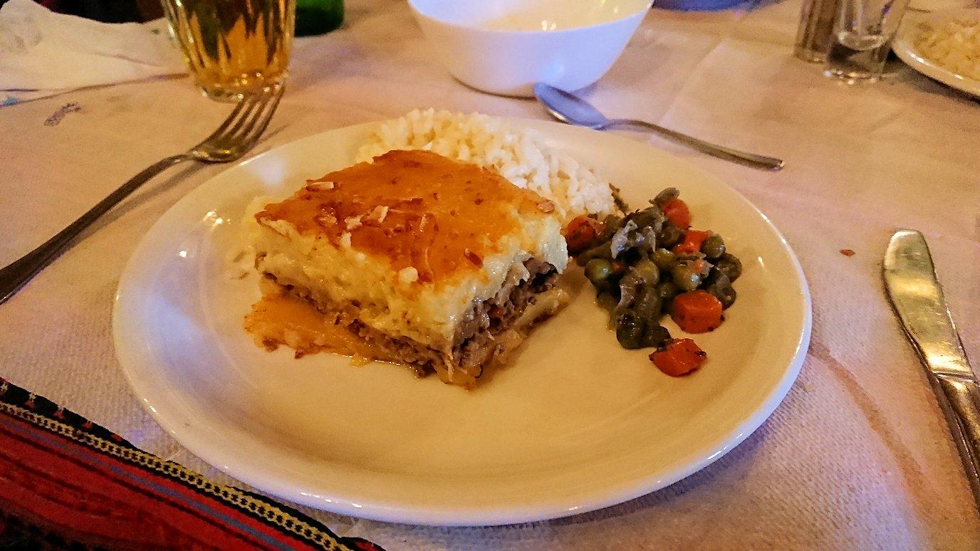 メテオラ観光後に食べた昼食のメイン料理の様子