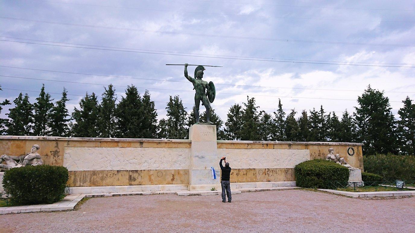 テルモピュライの戦い跡で記念撮影している