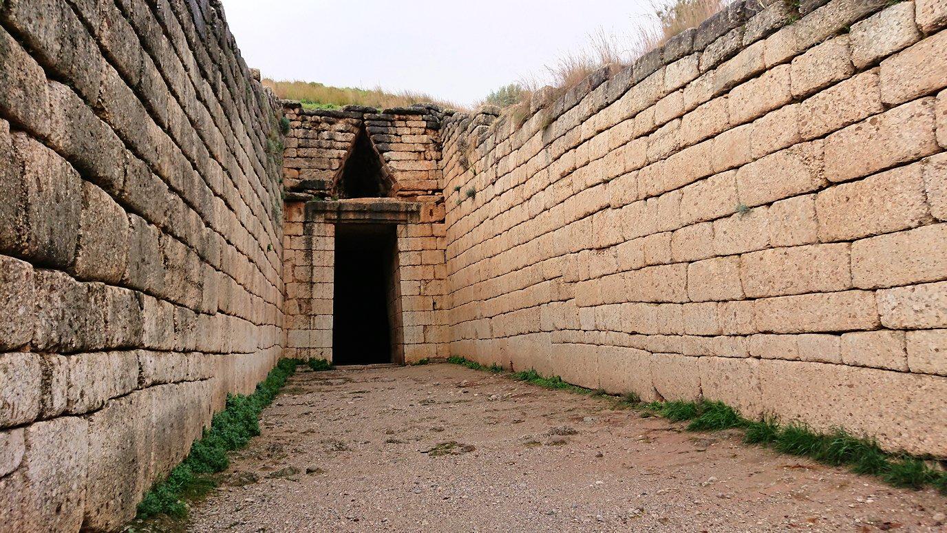 ミケーネ遺跡の宝物庫の見学5