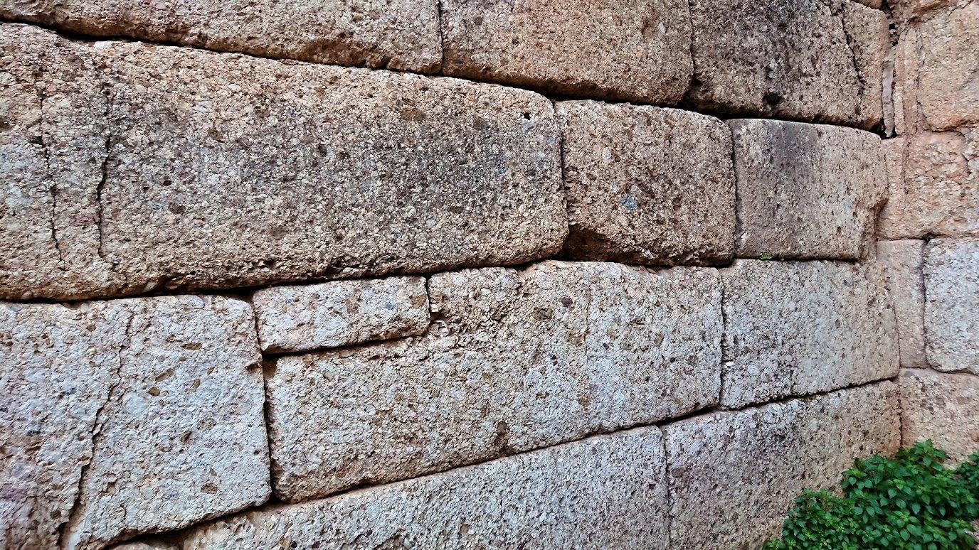 ミケーネ遺跡のアトレウスの宝庫の壁