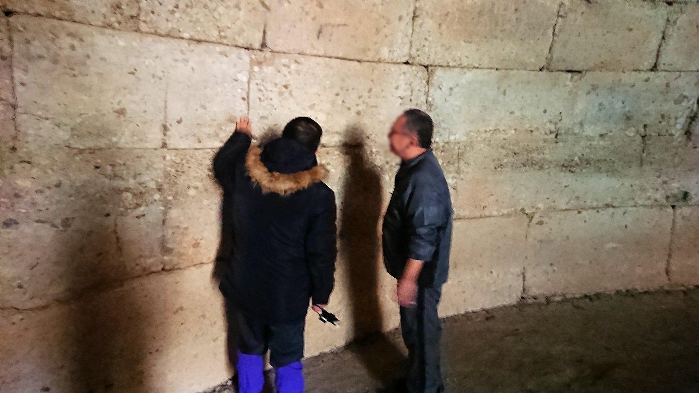 ミケーネ遺跡のアトレウスの宝庫の内側の壁