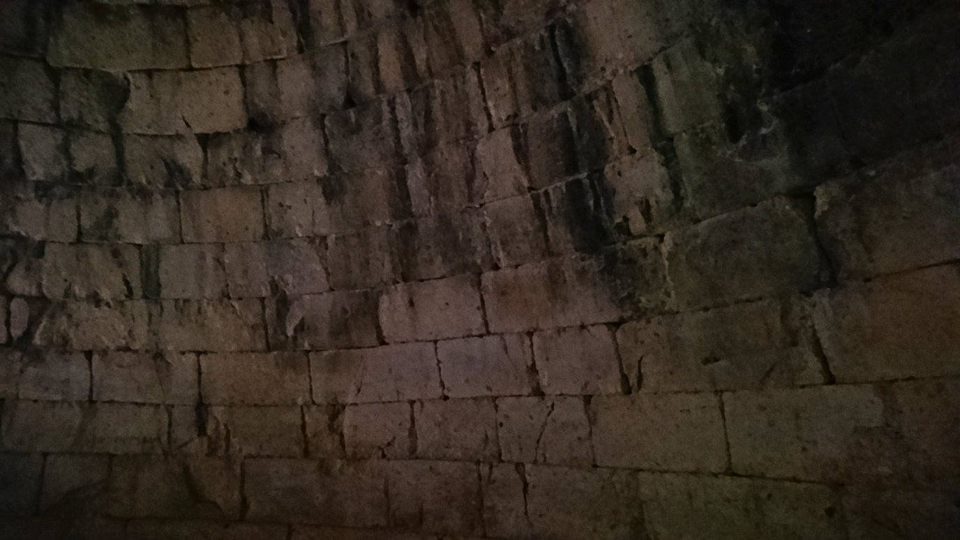 ミケーネ遺跡のアトレウスの宝庫の内側の様子3