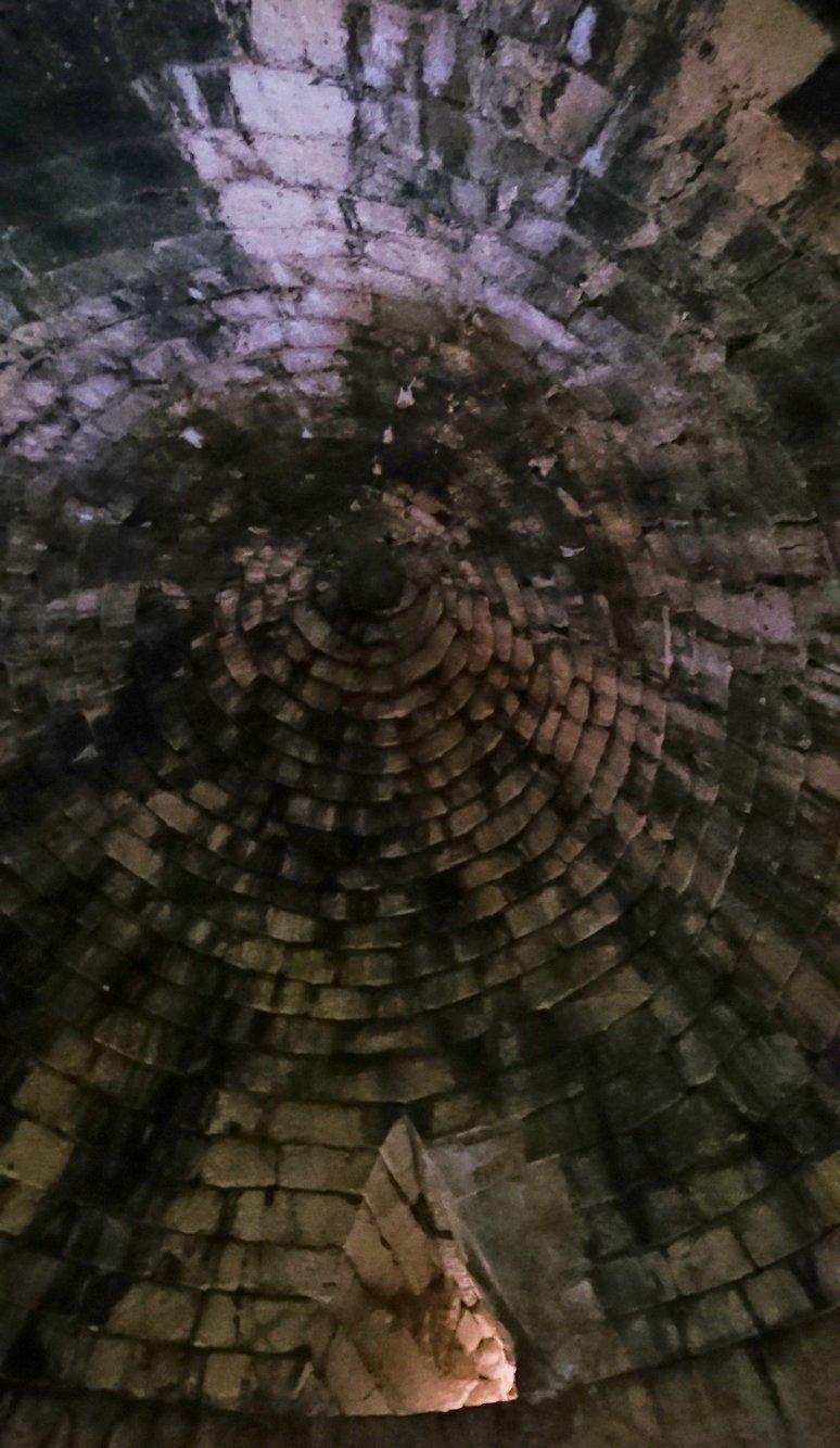 ミケーネ遺跡のアトレウスの宝庫の内側の様子4
