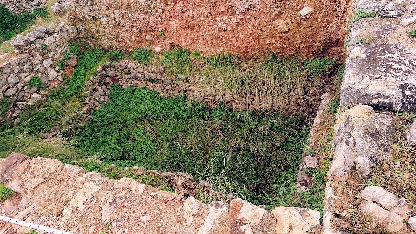 ミケーネ遺跡の墓地跡を見学2