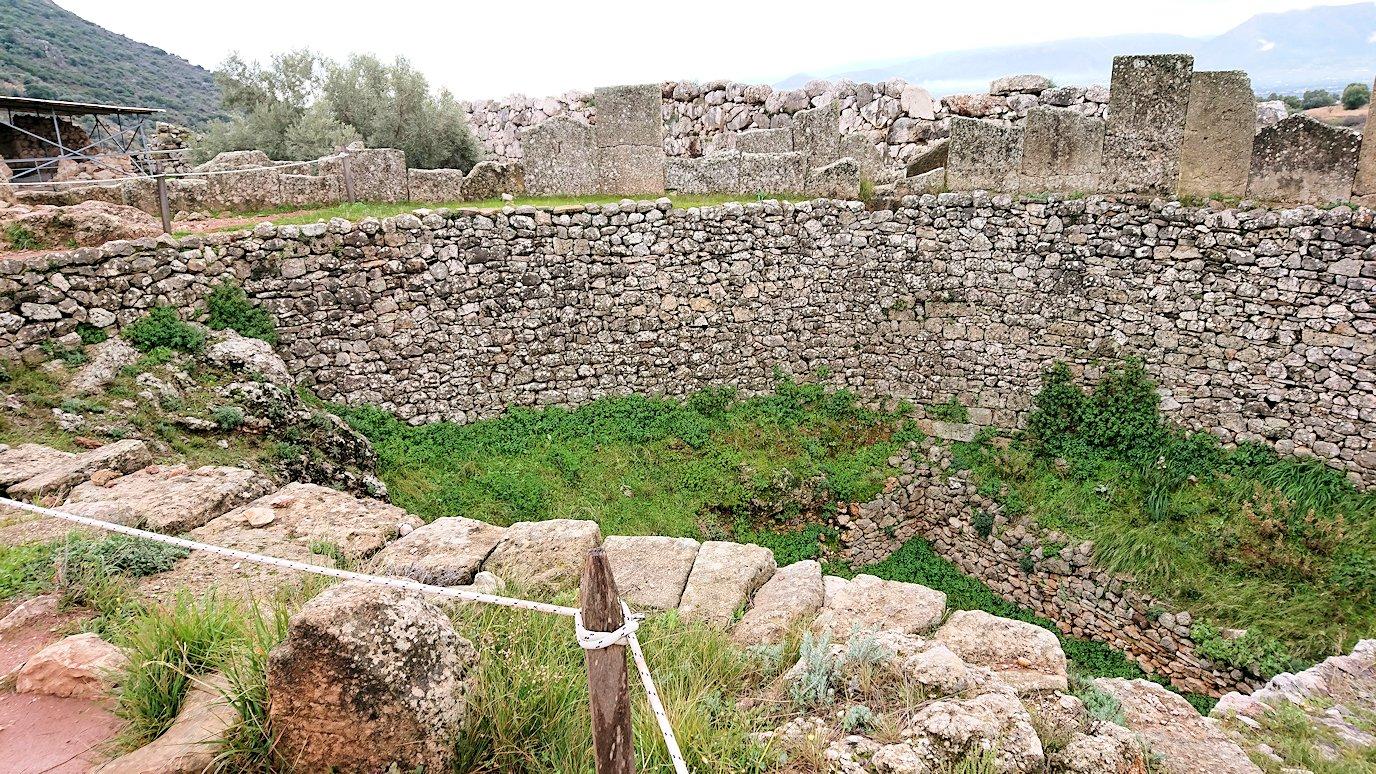 ミケーネ遺跡の墓地跡を見学3