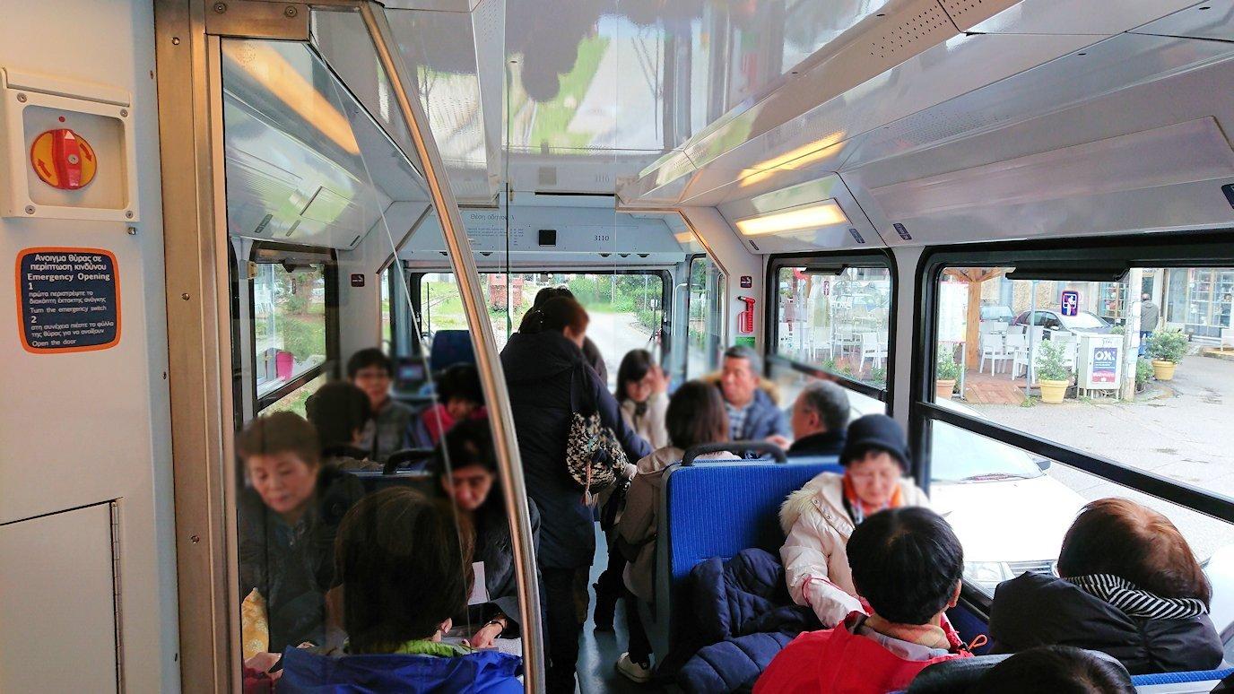 オドンドトス登山鉄道列車の中の様子