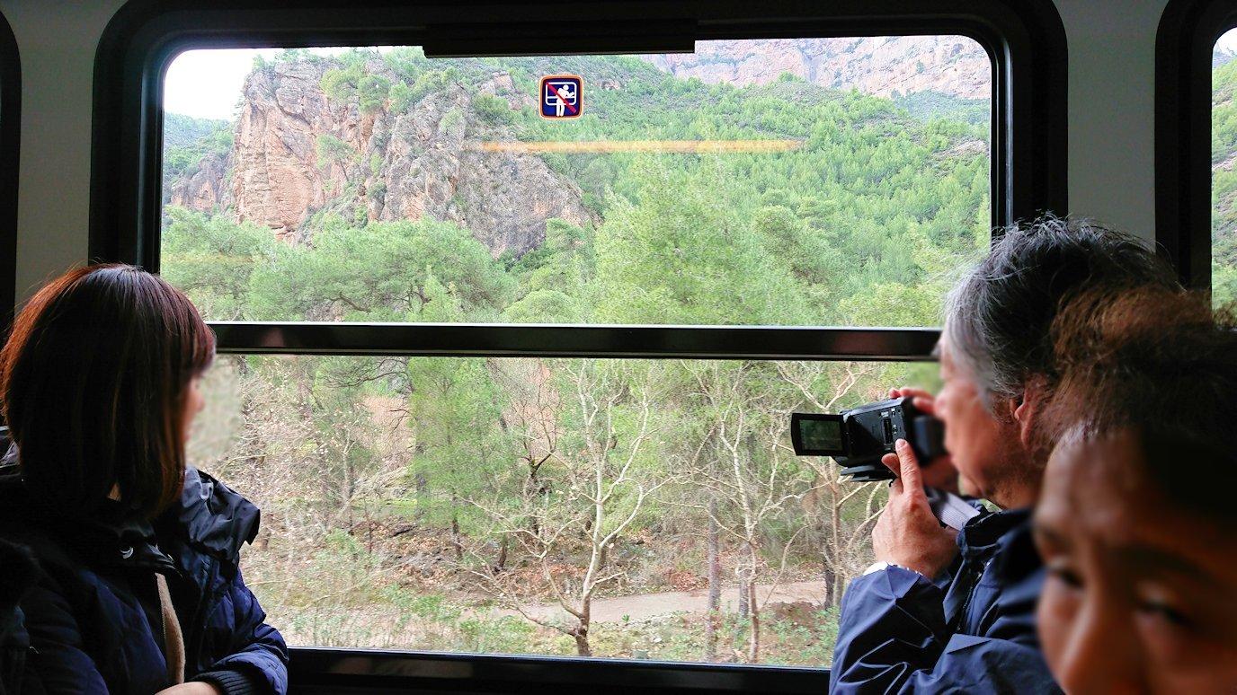 オドンドトス登山鉄道列車からの景色