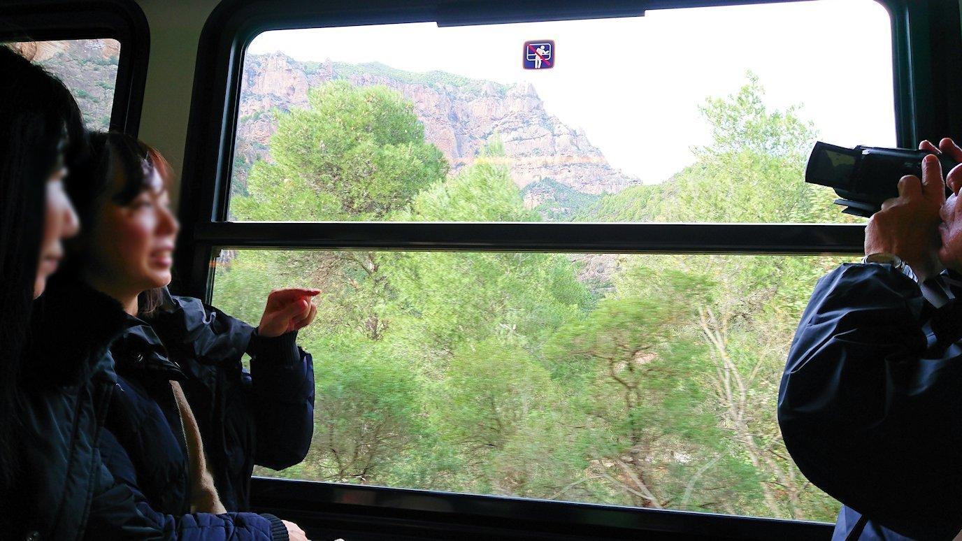 オドンドトス登山鉄道列車からの景色2