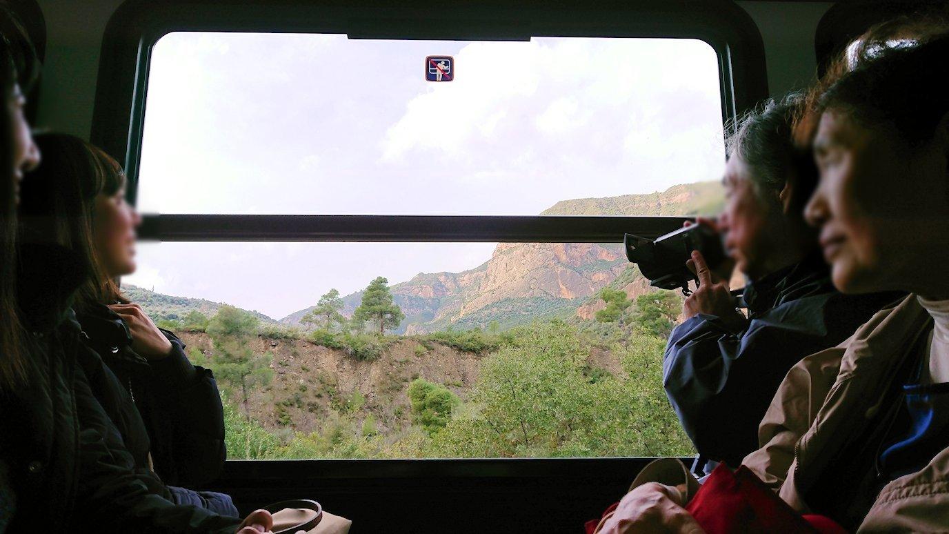 オドンドトス登山鉄道列車からの景色3