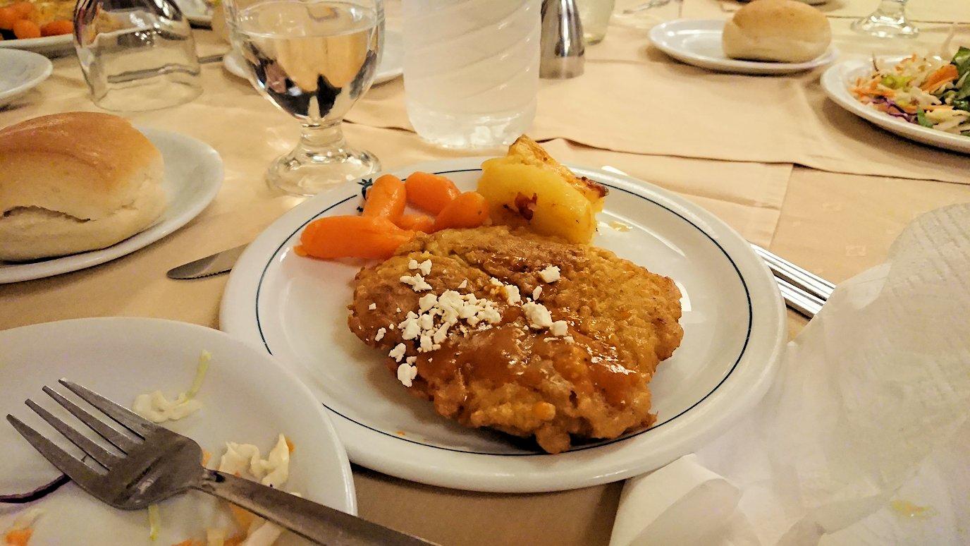 アテネのホテルのレストラン会場での夕食の様子3