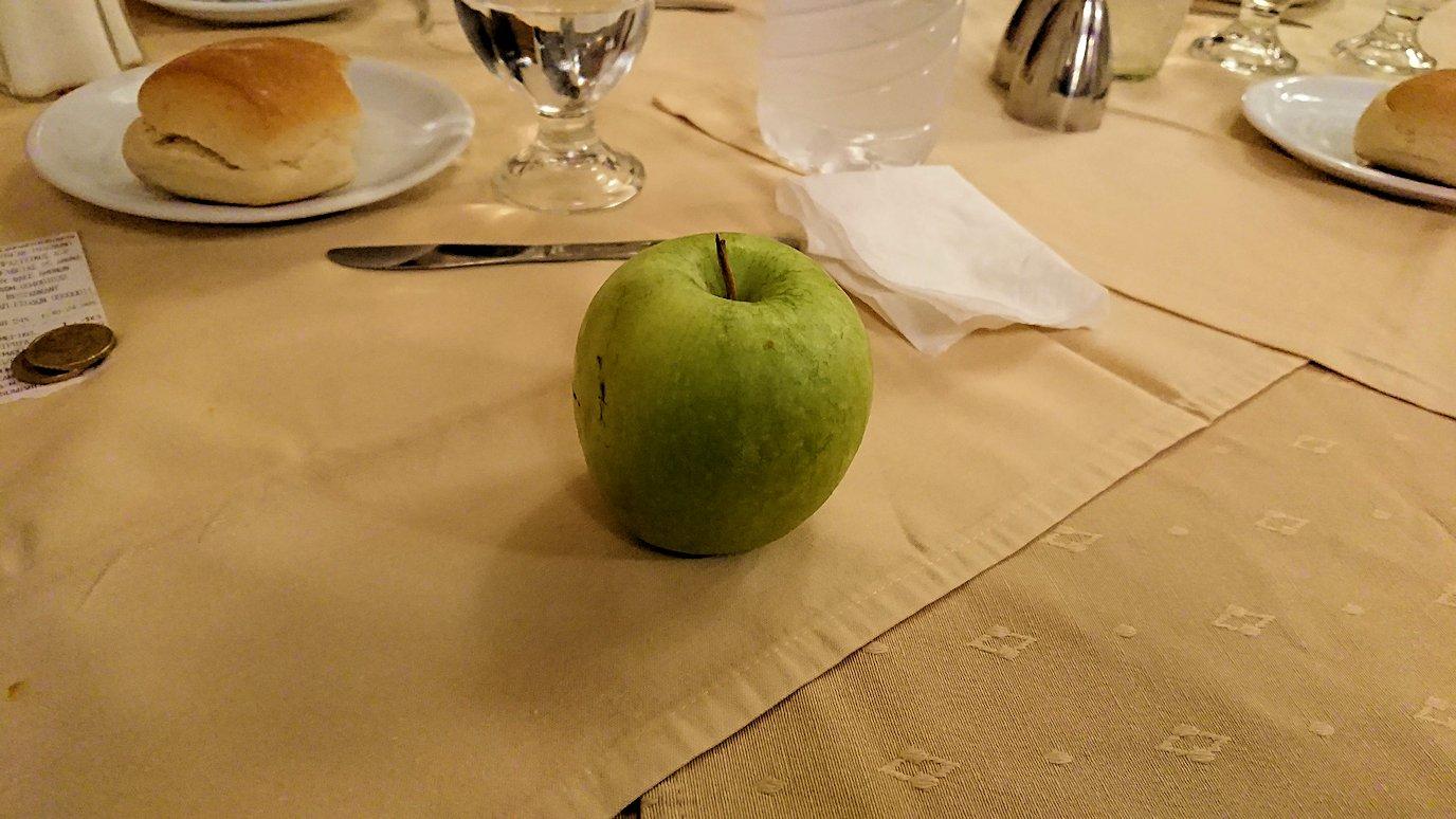 アテネのホテルのレストラン会場での夕食の様子4