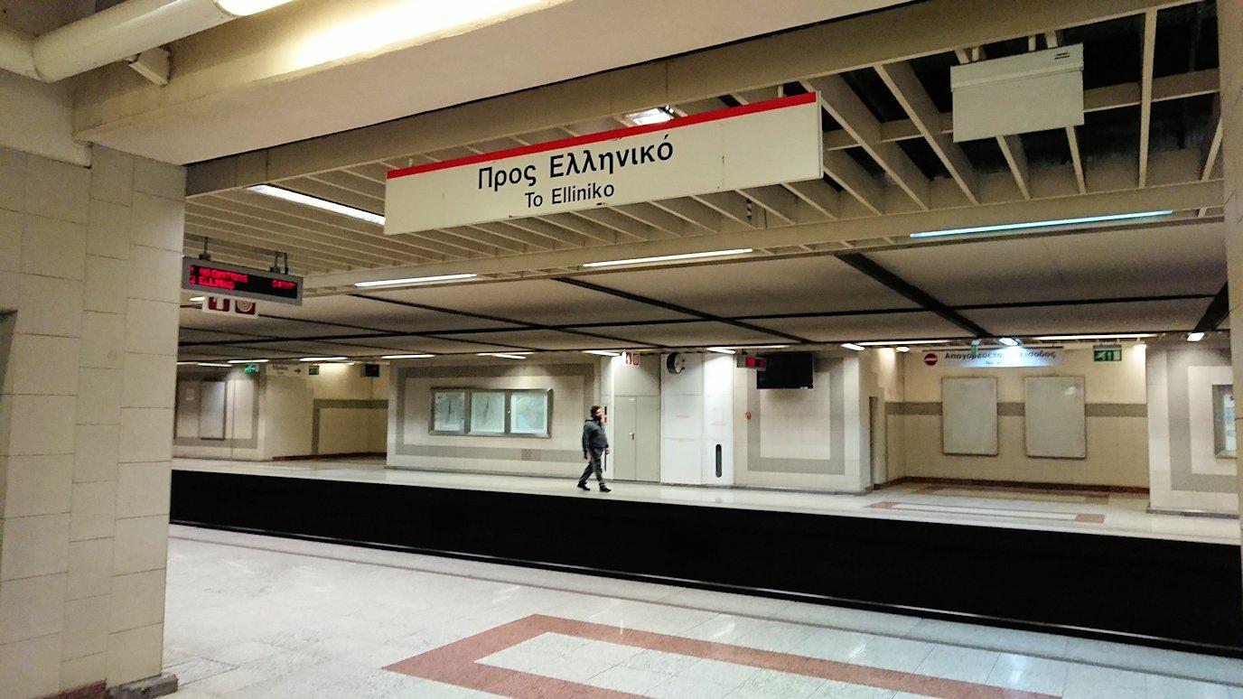 アテネの地下鉄でチケットを購入します3