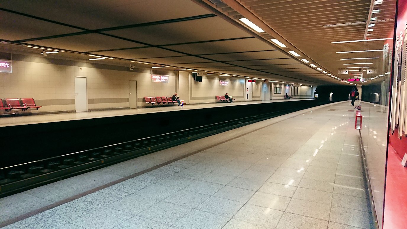 アテネの地下鉄のラリッサ駅の様子3