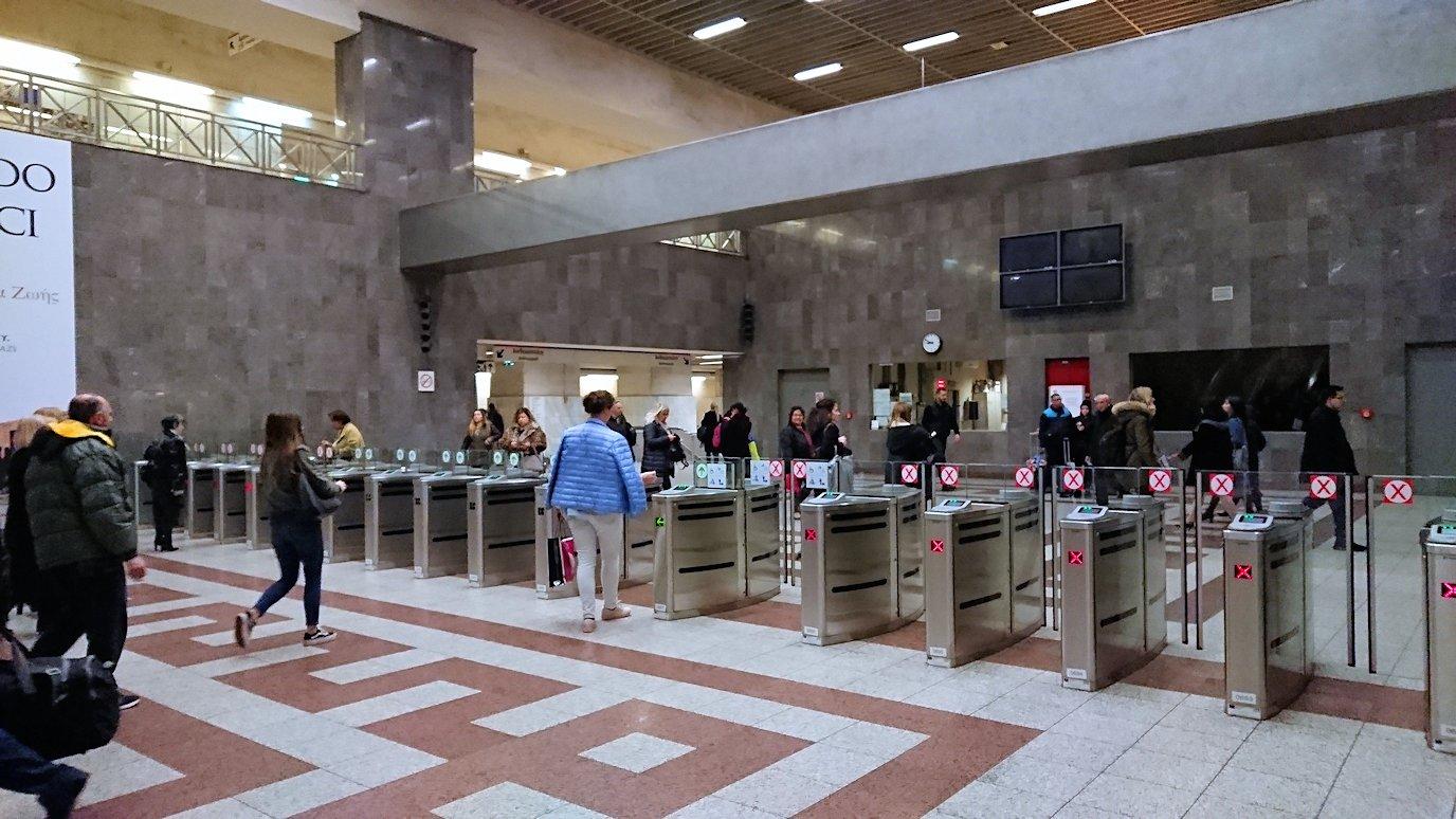 アテネの地下鉄のシンタグマ駅の様子2